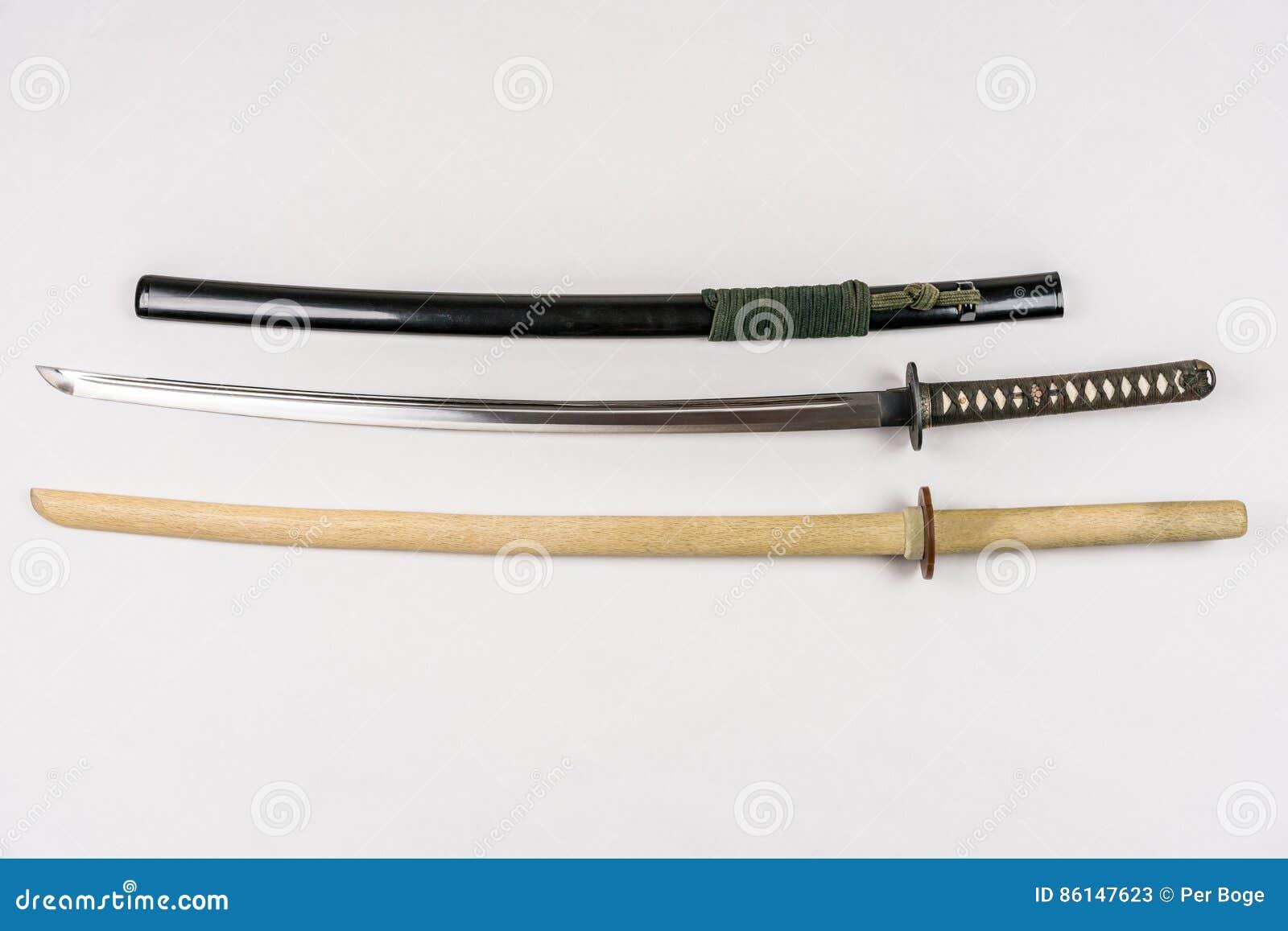 Japanska utbildningssvärd för iaido och kendo, stål och trä