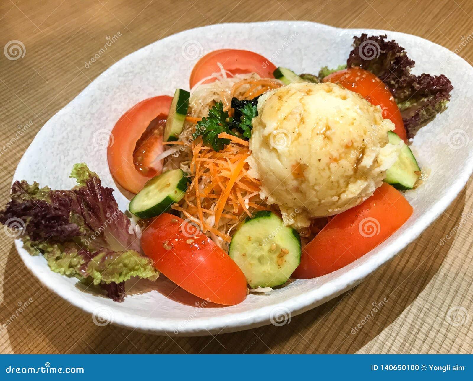 Japońskiego stylu puree ziemniaczane sałatka