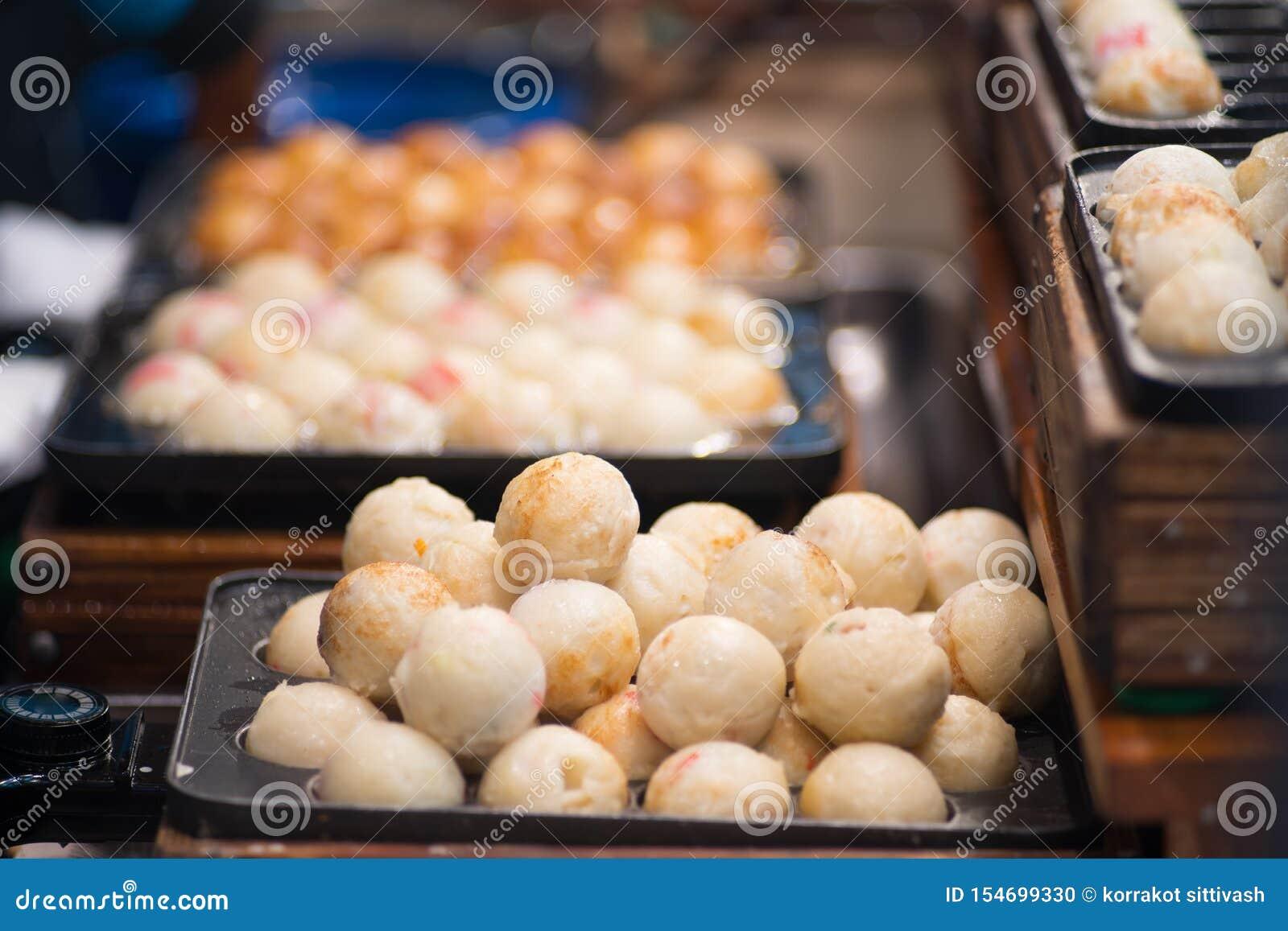Japonia uliczny jedzenie, Takoyaki na gorącej niecce zamkniętej w górę