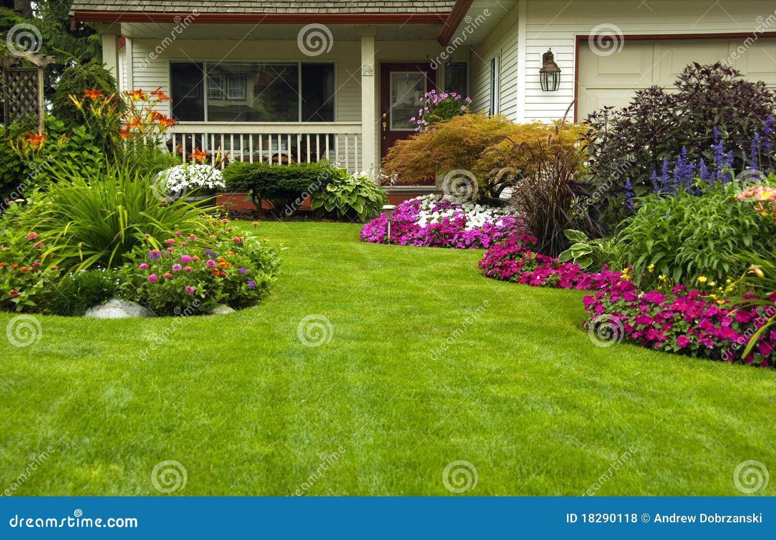 Jard n casero del verano del resorte fotos de archivo for Adornos para jardin caseros