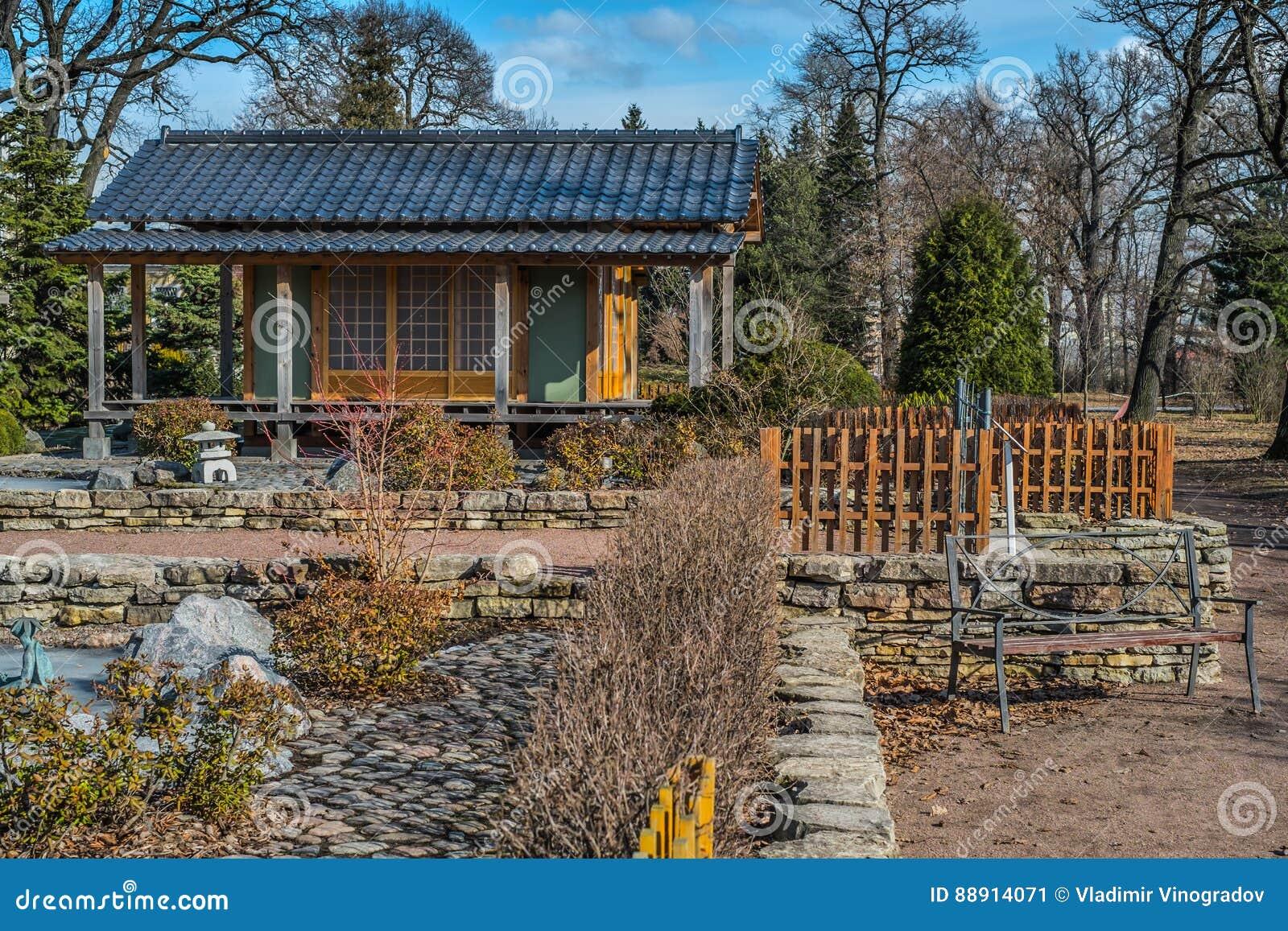 Jardín de Japanize en propiedad pública del jardín botánico de St Petersburg