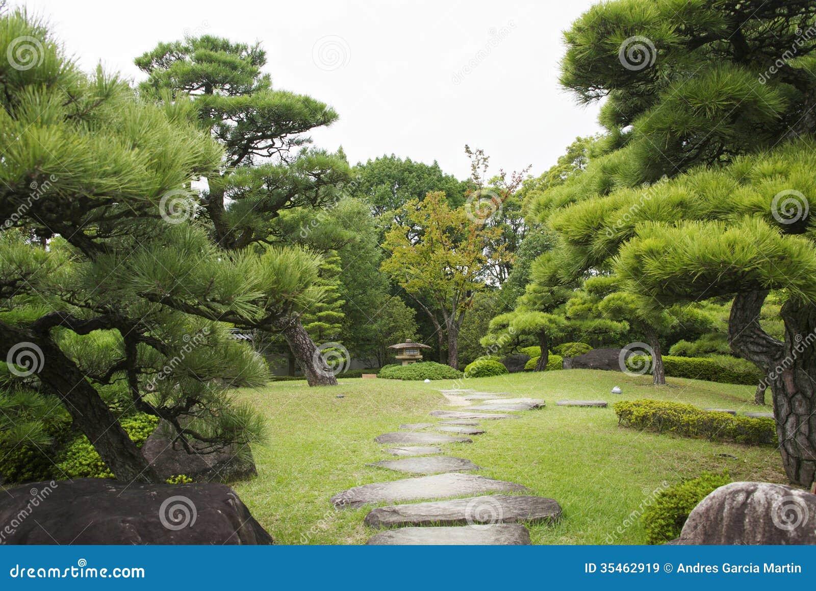 Jard n japon s en oto o temprano himeji for Jardines en otono