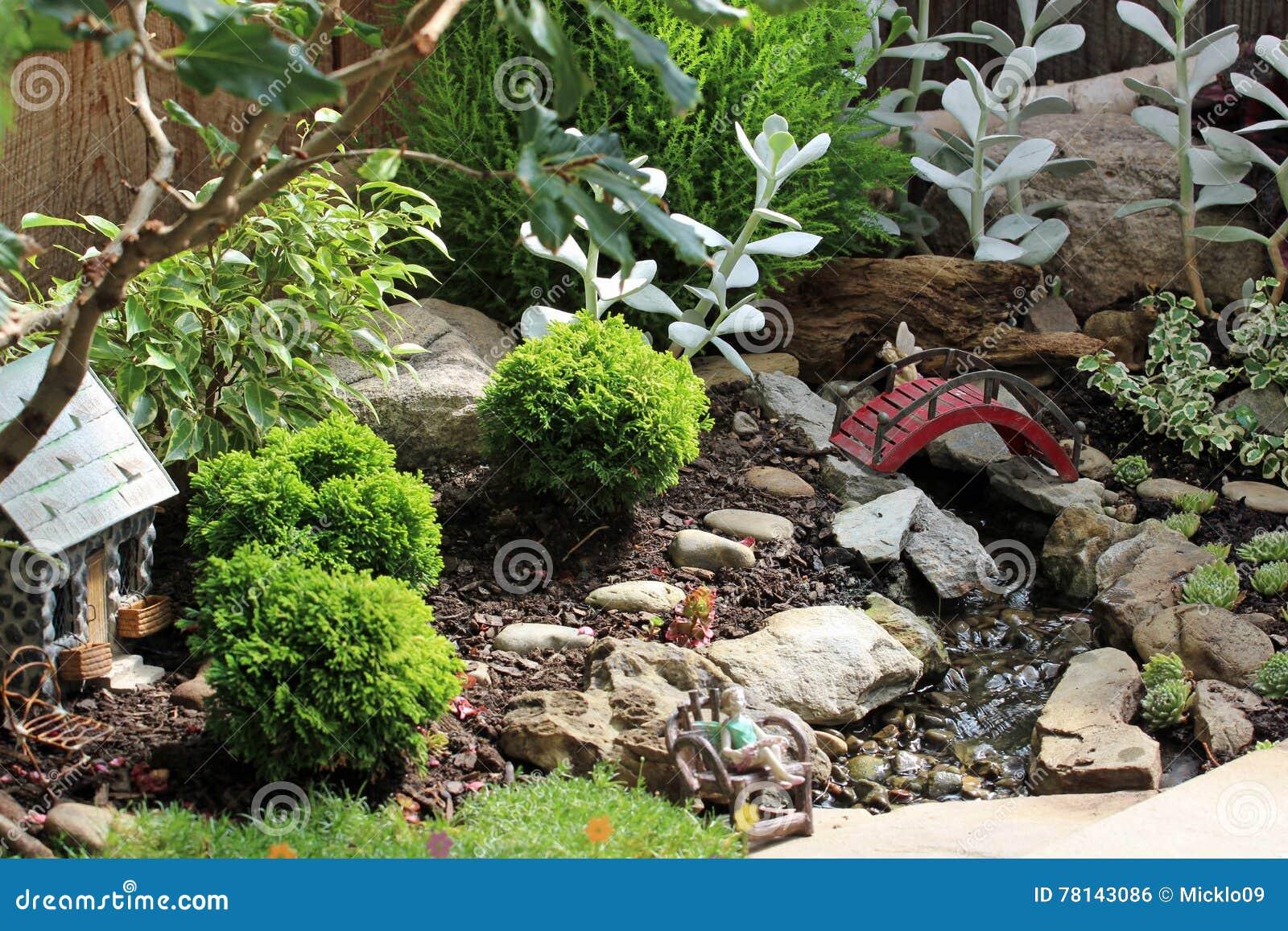 jardin miniatura Jardn Miniatura Foto De Archivo Imagen De Ngel Roca
