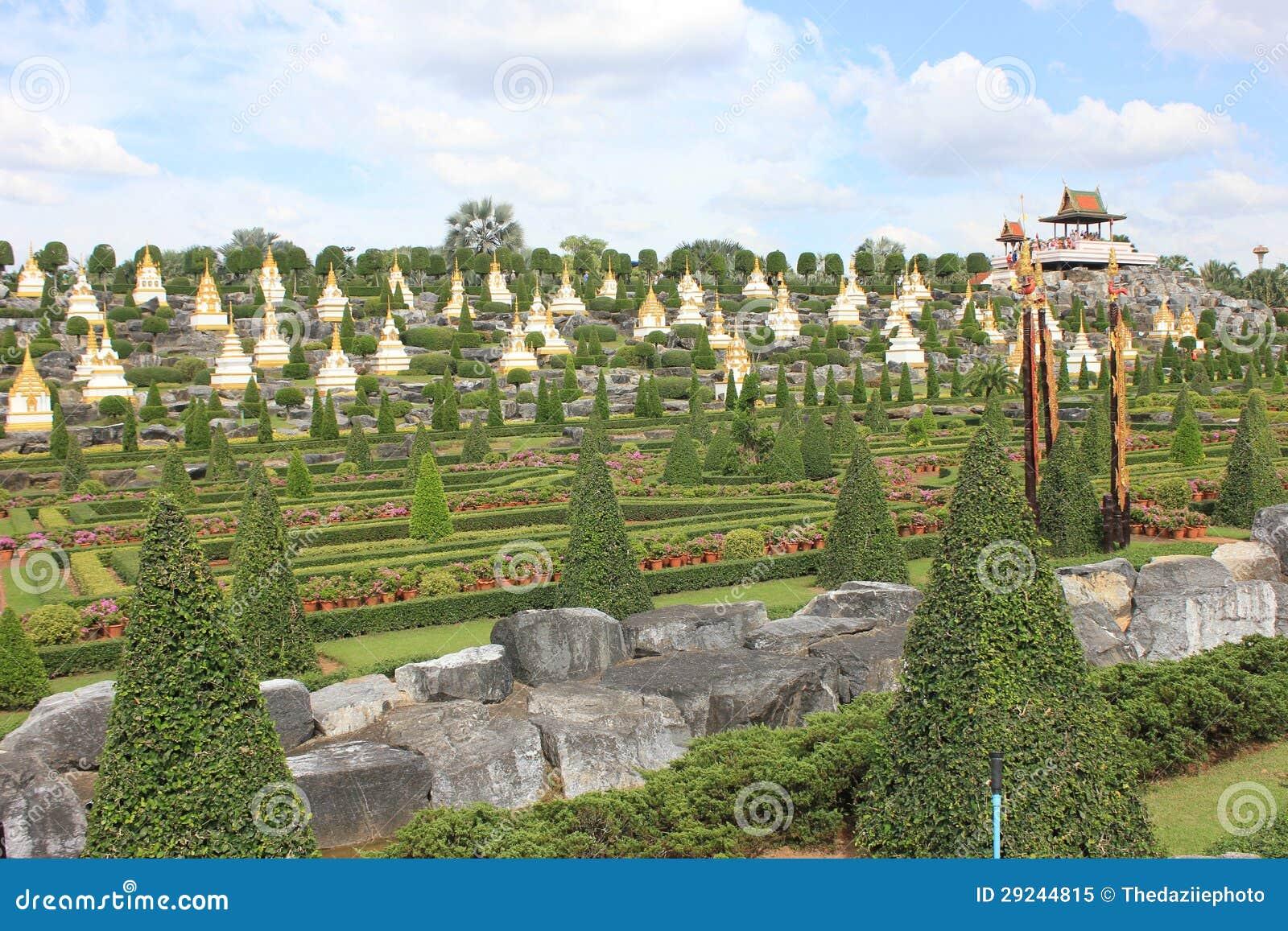 Download Jardim imagem de stock. Imagem de shrubbery, árvore, jardim - 29244815