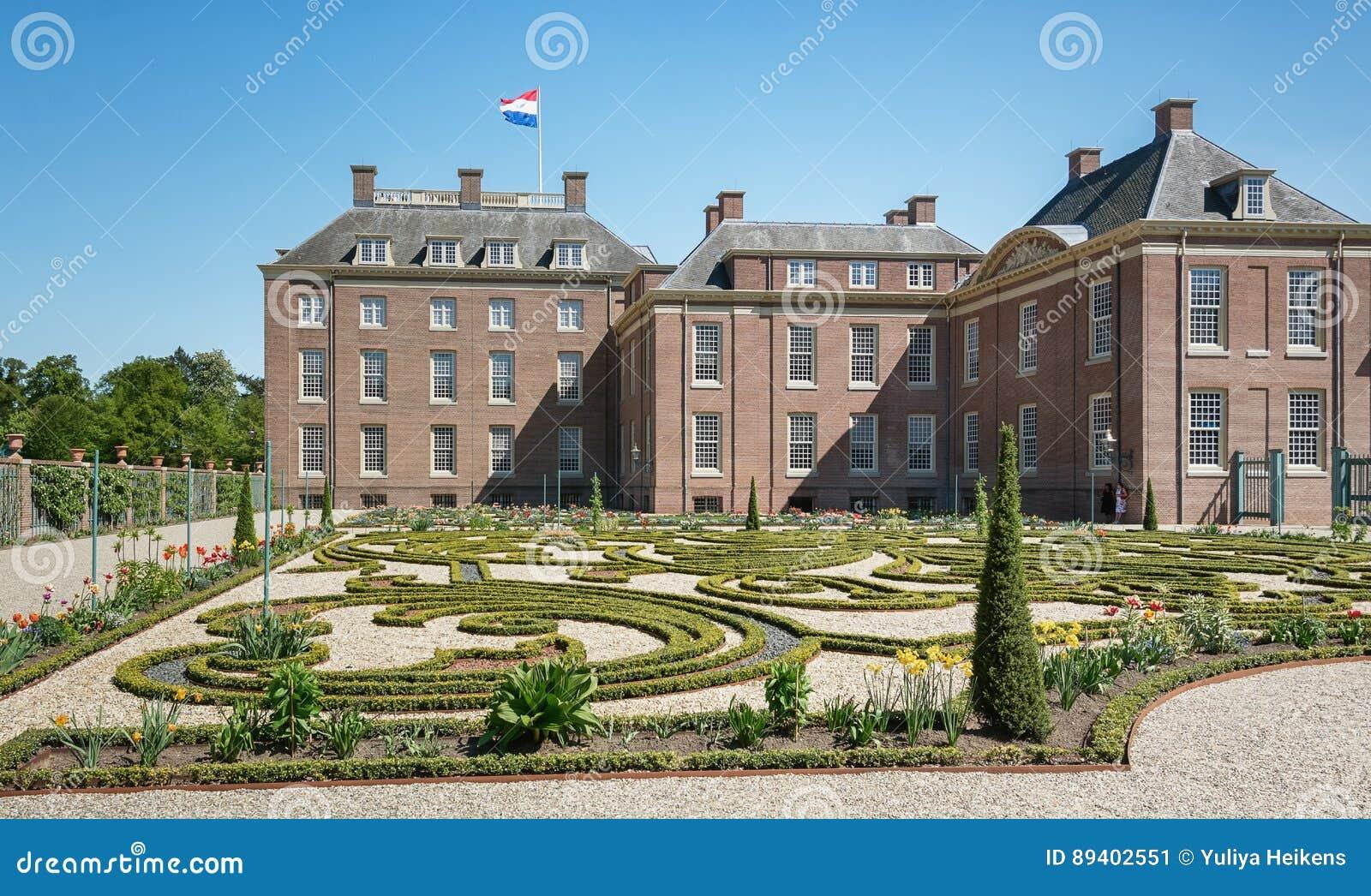 Jardim barroco holandês de Loo Palace em Apeldoorn