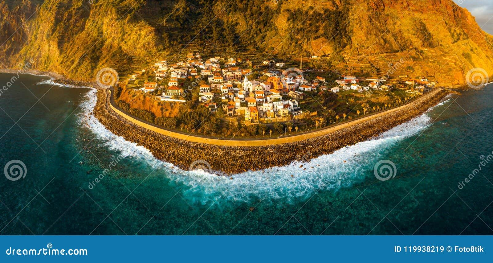 Jardim beschädigen Dorf im Süden von Madeira, Sonnenuntergangvogelperspektive