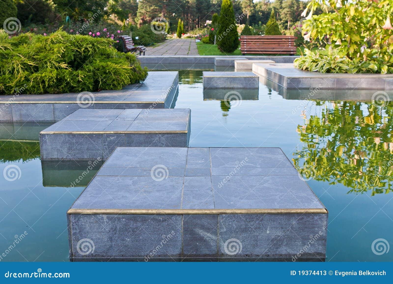 Jardim com laguna