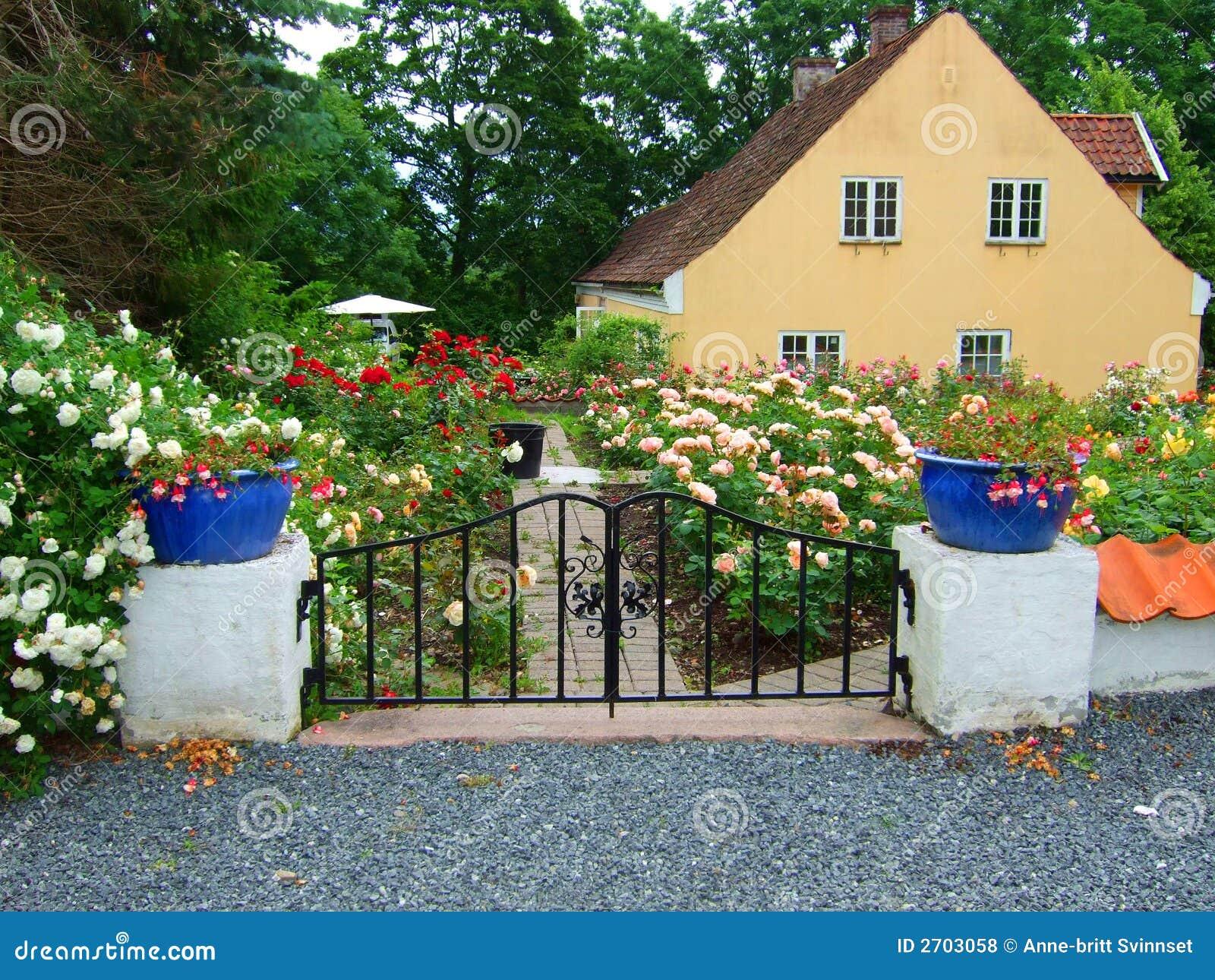 imagens jardim de rosas:Jardim De Rosas Fotos de Stock Royalty Free – Imagem: 2703058