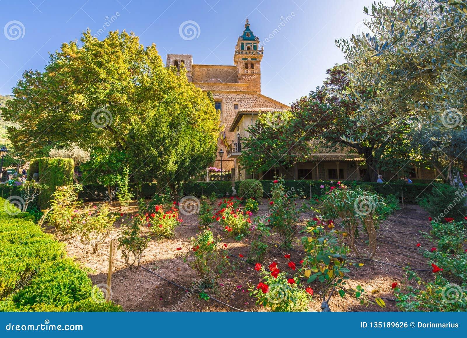 Jardim do monastério da vila de Valldemossa, Palma Mallorca, Espanha