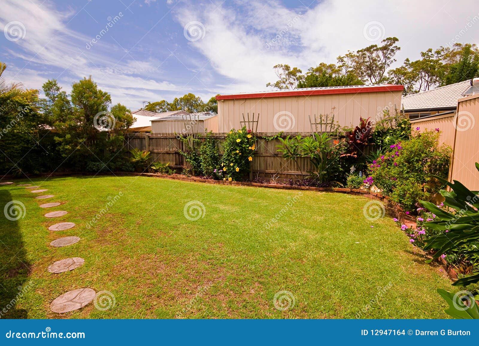 jardim fundo quintal : jardim fundo quintal:Jardim Do Quintal Imagens de Stock – Imagem: 12947164