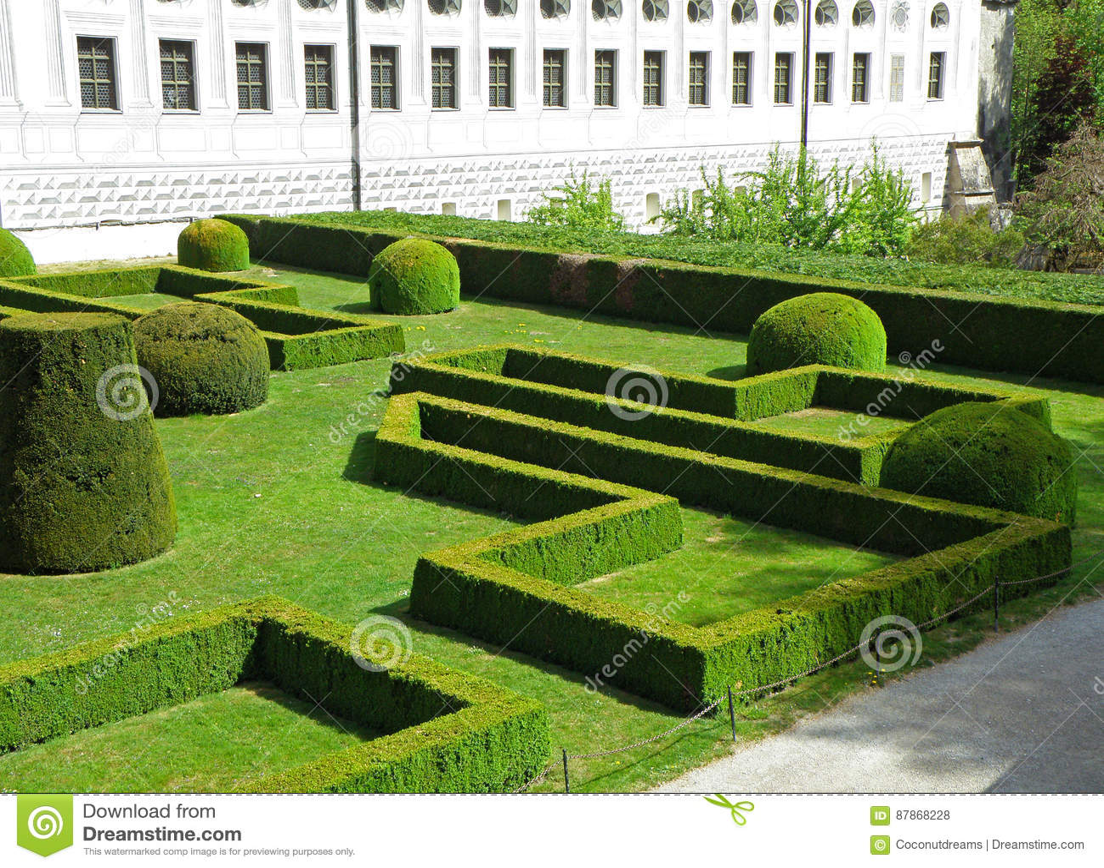 Jardim inglês bonito do castelo de Ambras, Innsbruck