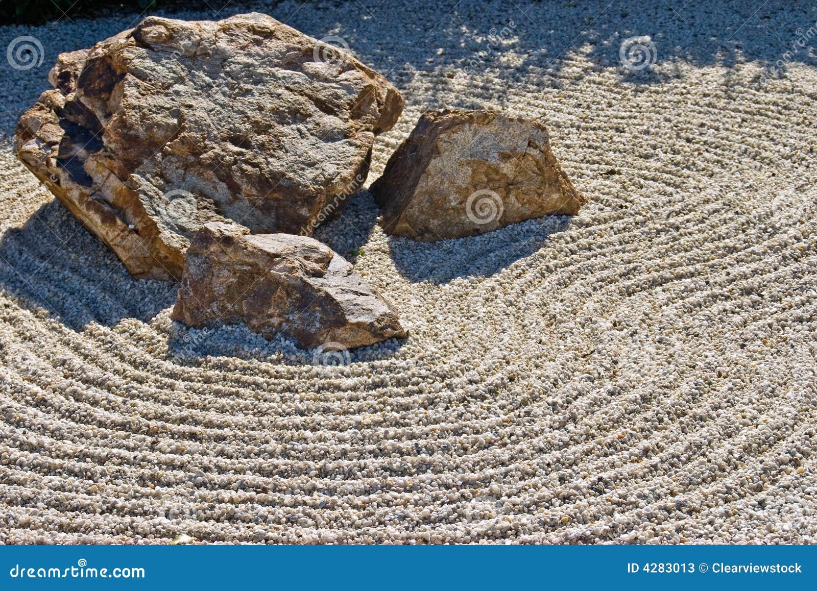 Jardim japonês do cascalho da rocha