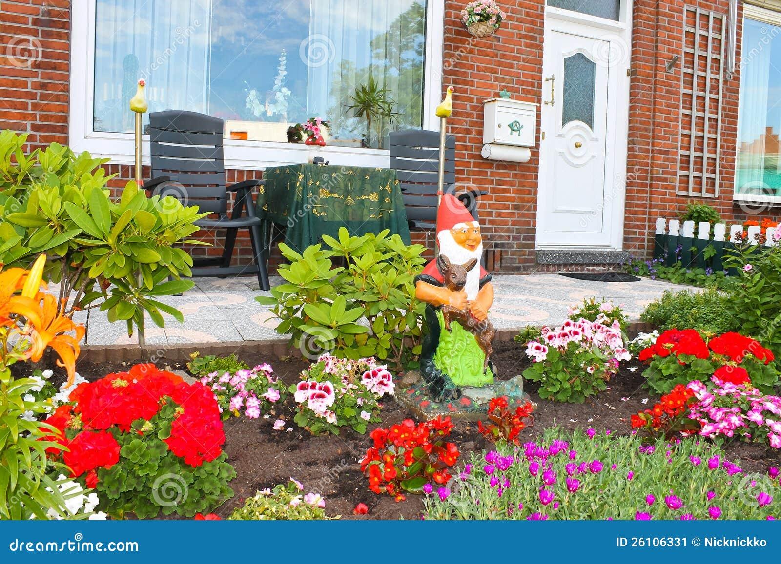 Jardim pequeno na frente da casa holandesa imagem de for Jardin pequeno frente casa