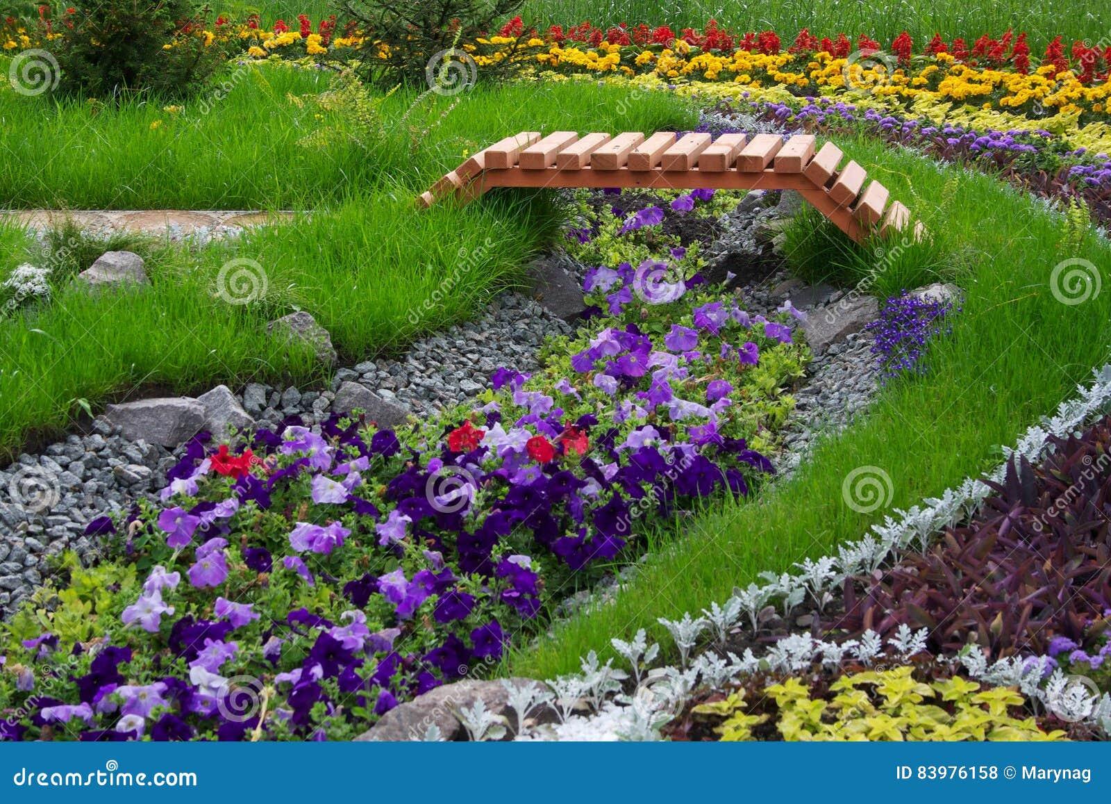Jardin Aménagé En Parc Naturel Photo stock - Image du nature ...