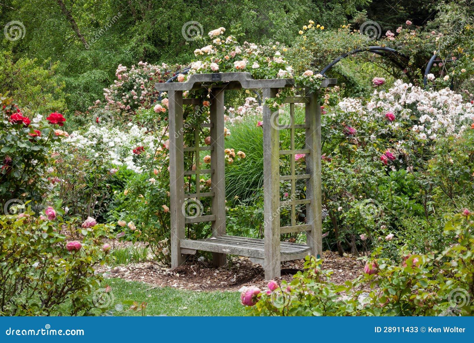 Jardin anglais apr s la pluie photos stock image 28911433 for Voyage jardins anglais