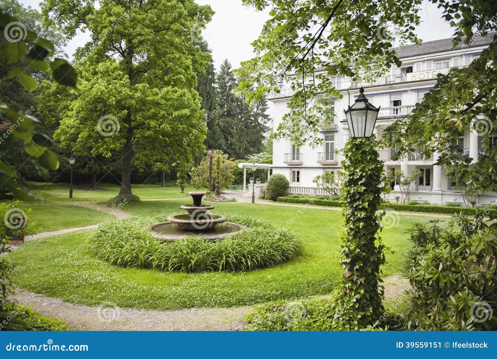 Jardin Anglais Avec L Hotel A L Arriere Plan Image Stock Image Du