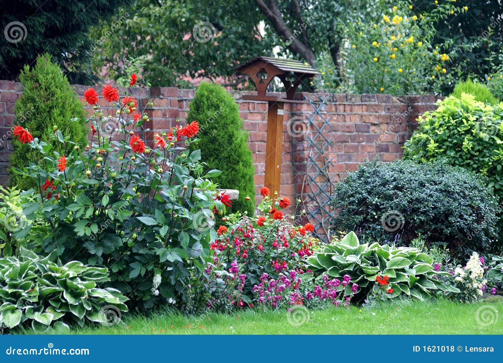 Jardin anglais de pays photos libres de droits image for Arbuste en anglais