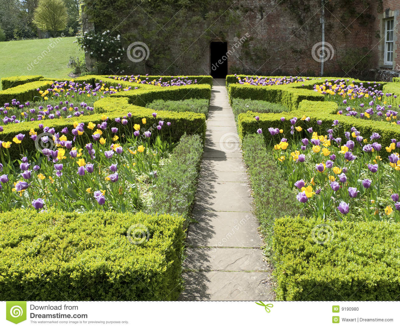 Jardin anglais formel au printemps photo stock image for Conception jardin anglais