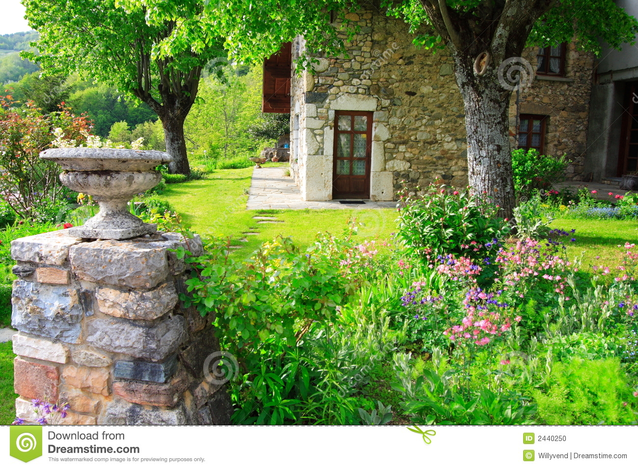 Jardin au printemps photo stock image 2440250 for U jardin