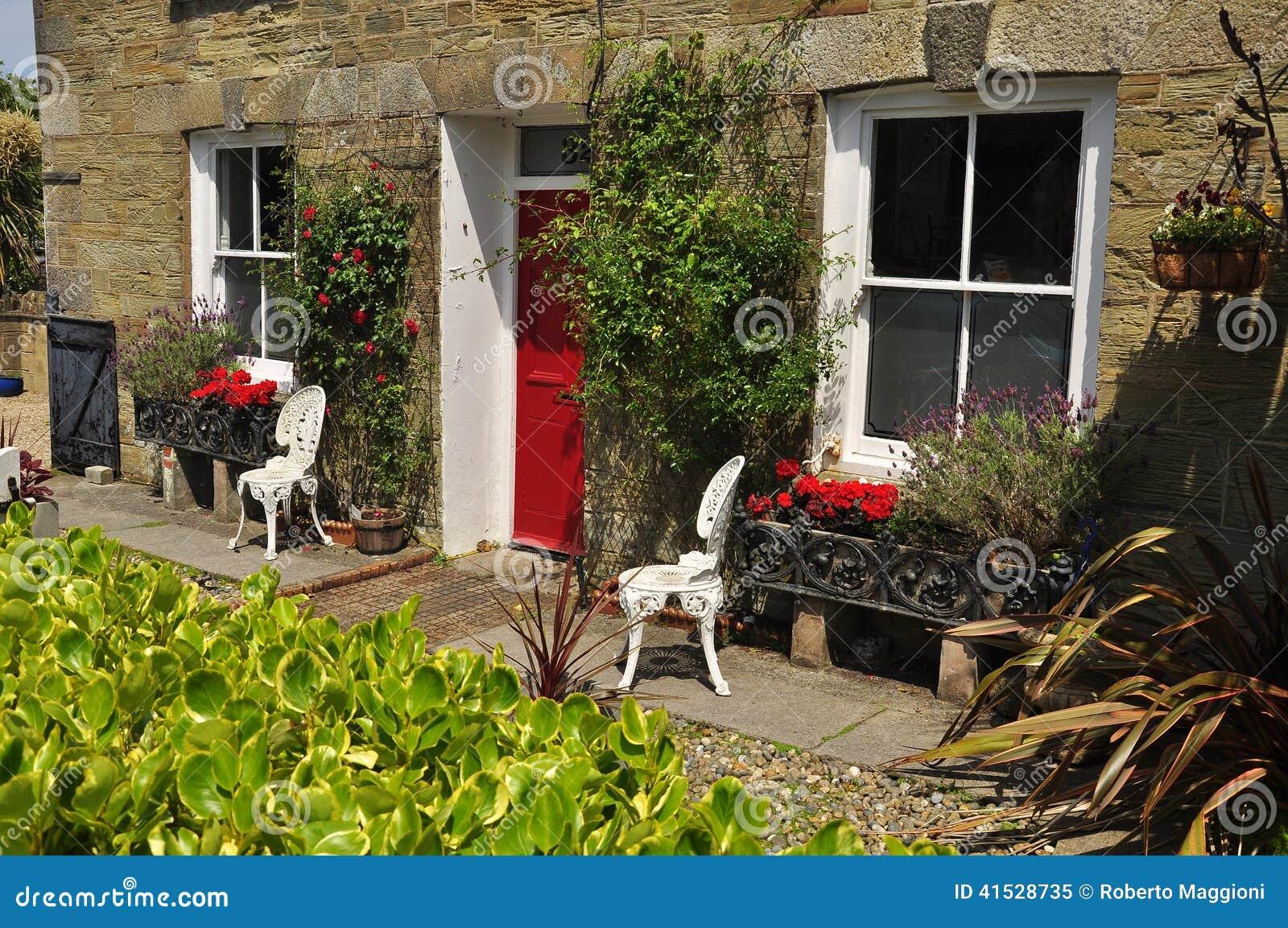 Jardin avant anglais traditionnel les cornouailles for Jardin anglais en angleterre