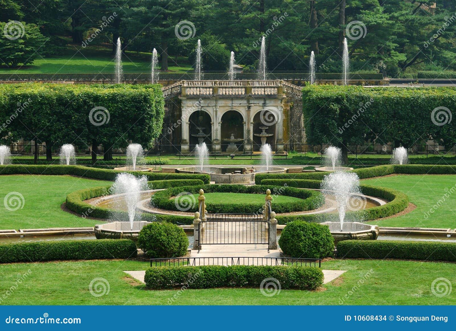 Jardin Avec La Fontaine