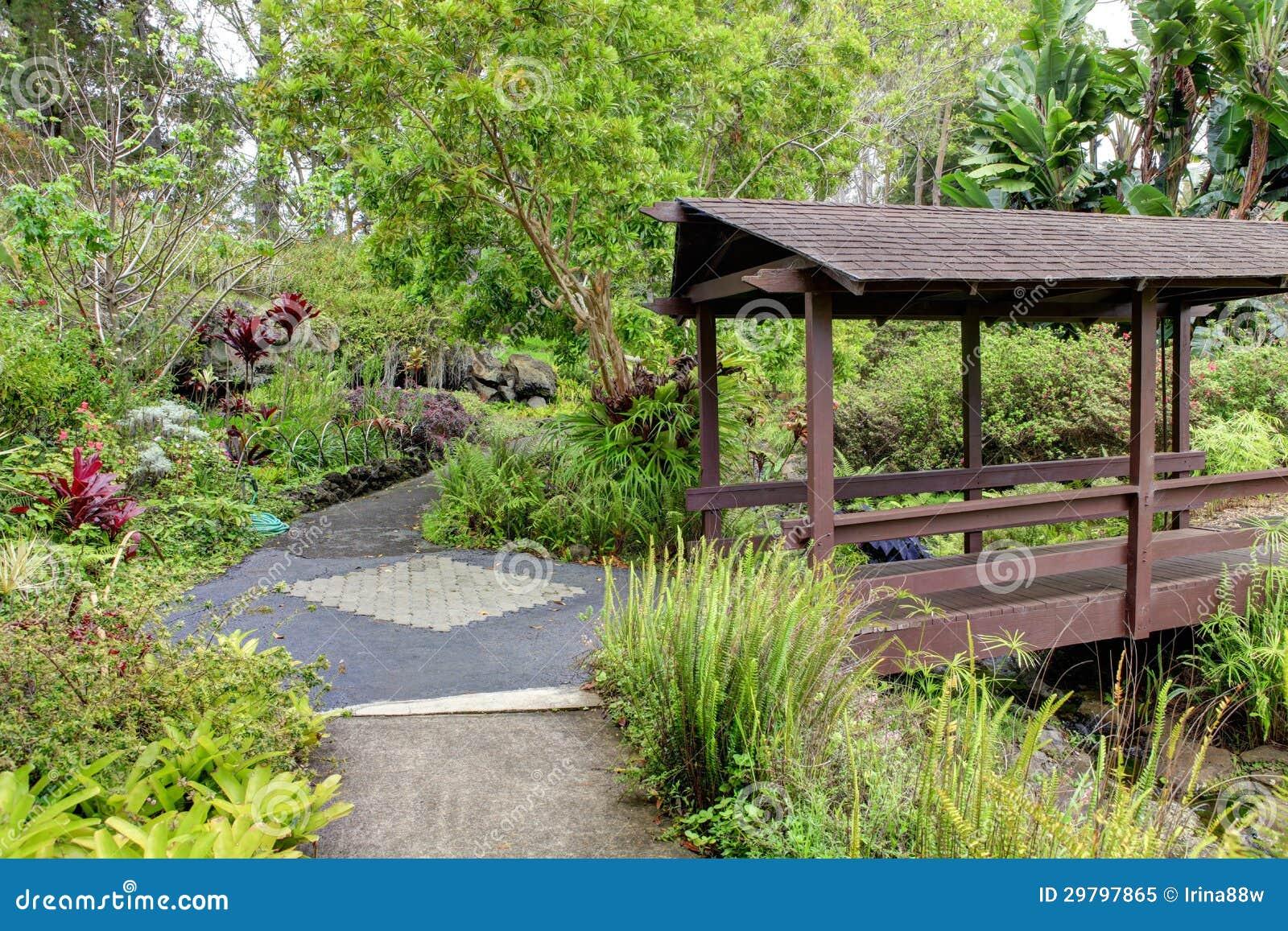 Jardin botanique de kula maui hawa pont couvert paysage tropical photo libre de droits for Paysage de jardin