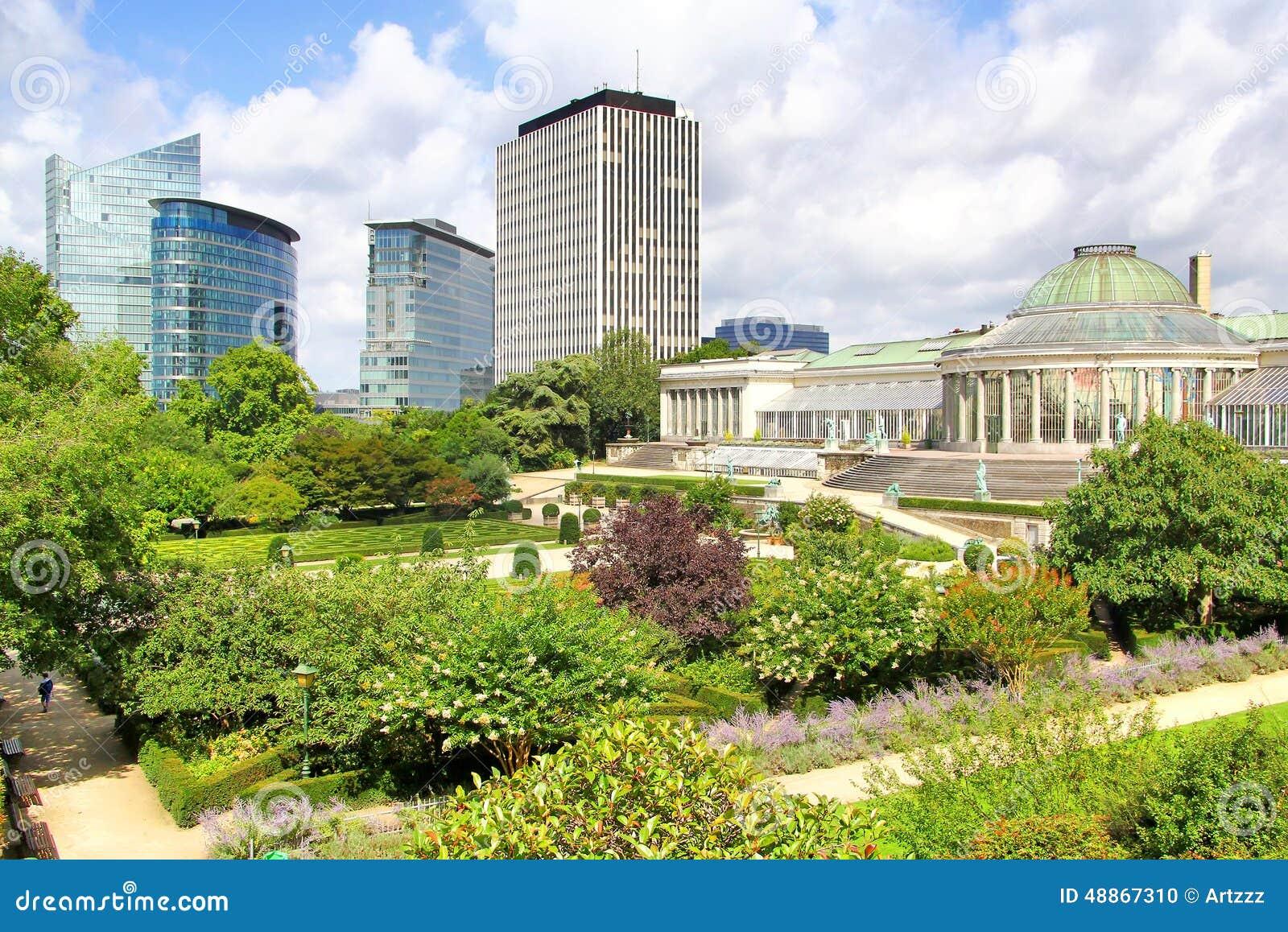 Jardin botanique en moderne wolkenkrabbers in brussel for Boulevard du jardin botanique bruxelles