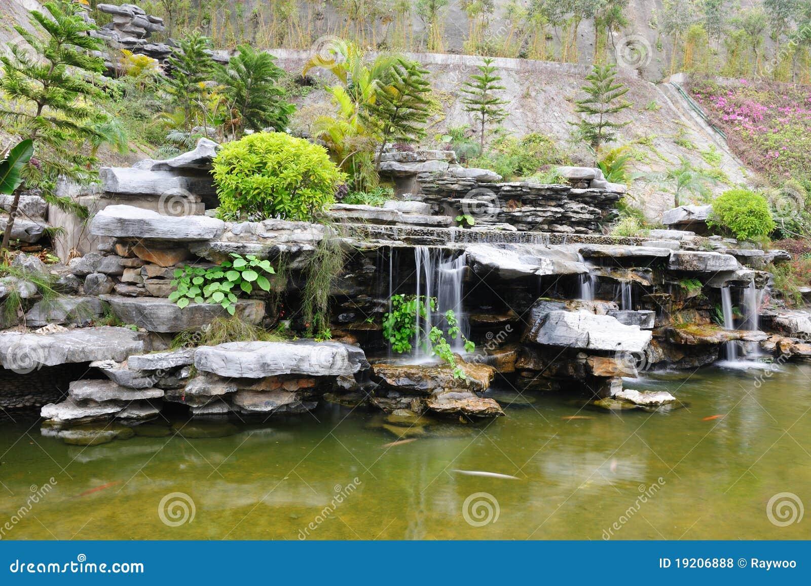Jardin chinois de jardin de rocaille photos libres de for Jardin chinois