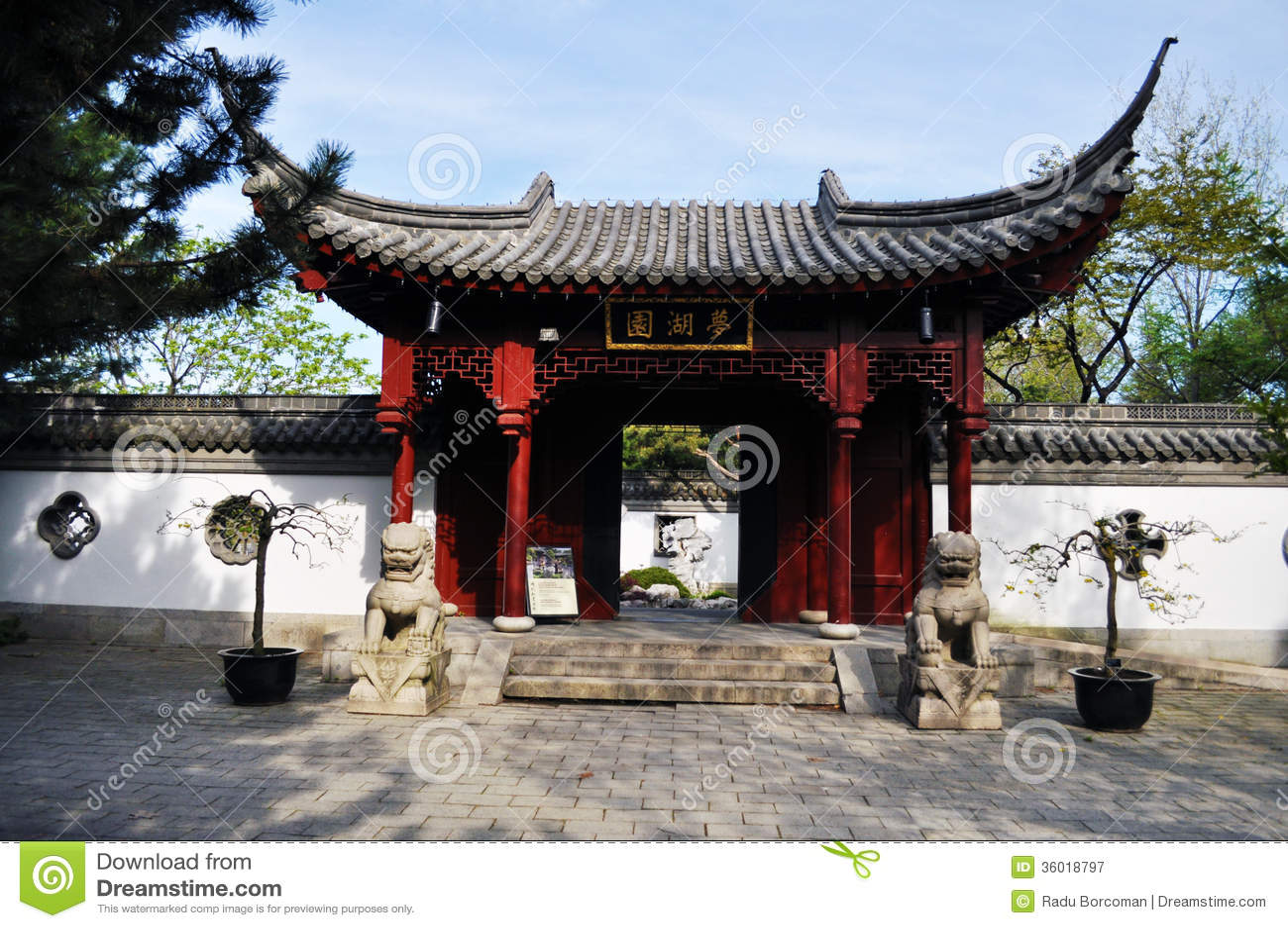 Jardin chinois portail principal photographie stock for Jardin chinois