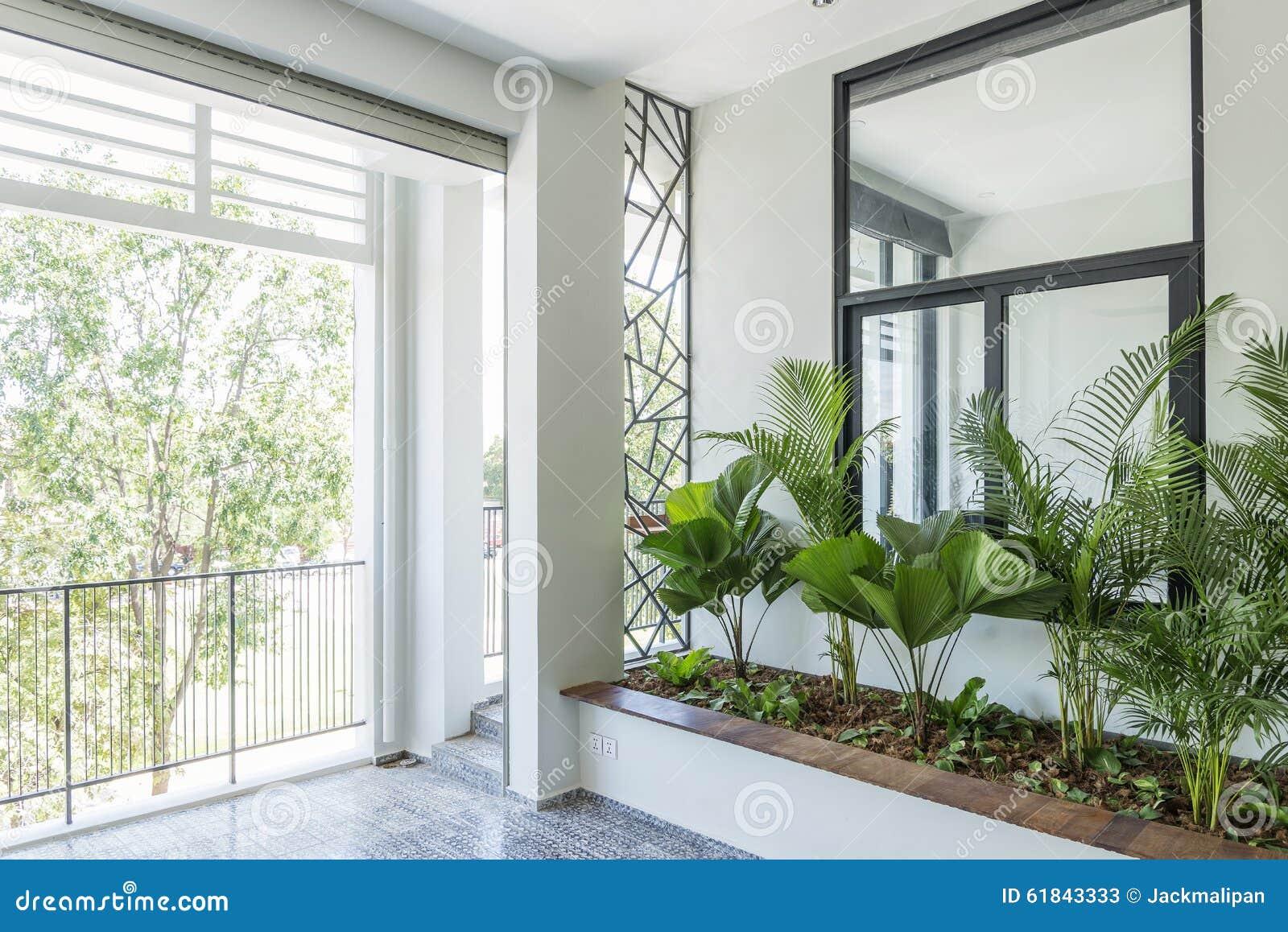 Jardin Contemporain Moderne De Balcon De Conception Intérieure Image ...