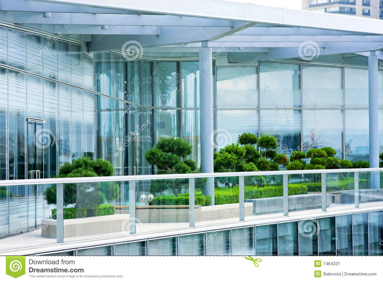 Jardin d 39 appartement terrasse image stock image du for Appartement balcon terrasse