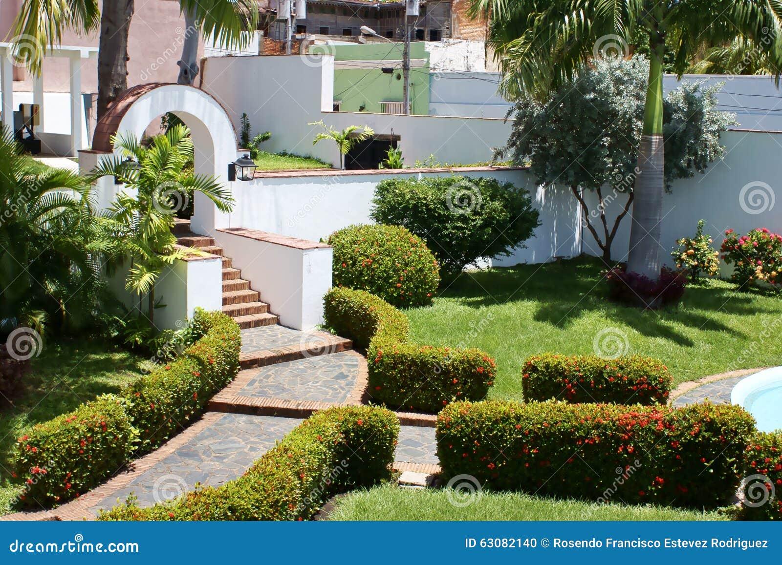 Download Jardin Dans La Maison Historique Photo stock - Image du angostura, venezuela: 63082140