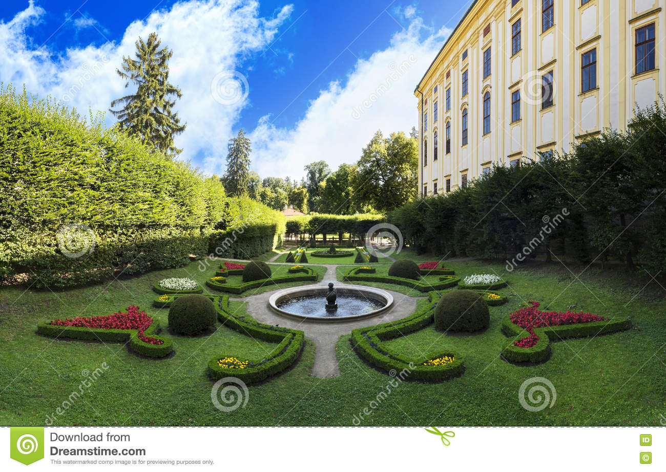 Jardin de ch teau l 39 unesco dans kromeriz photo stock for Jardin unesco