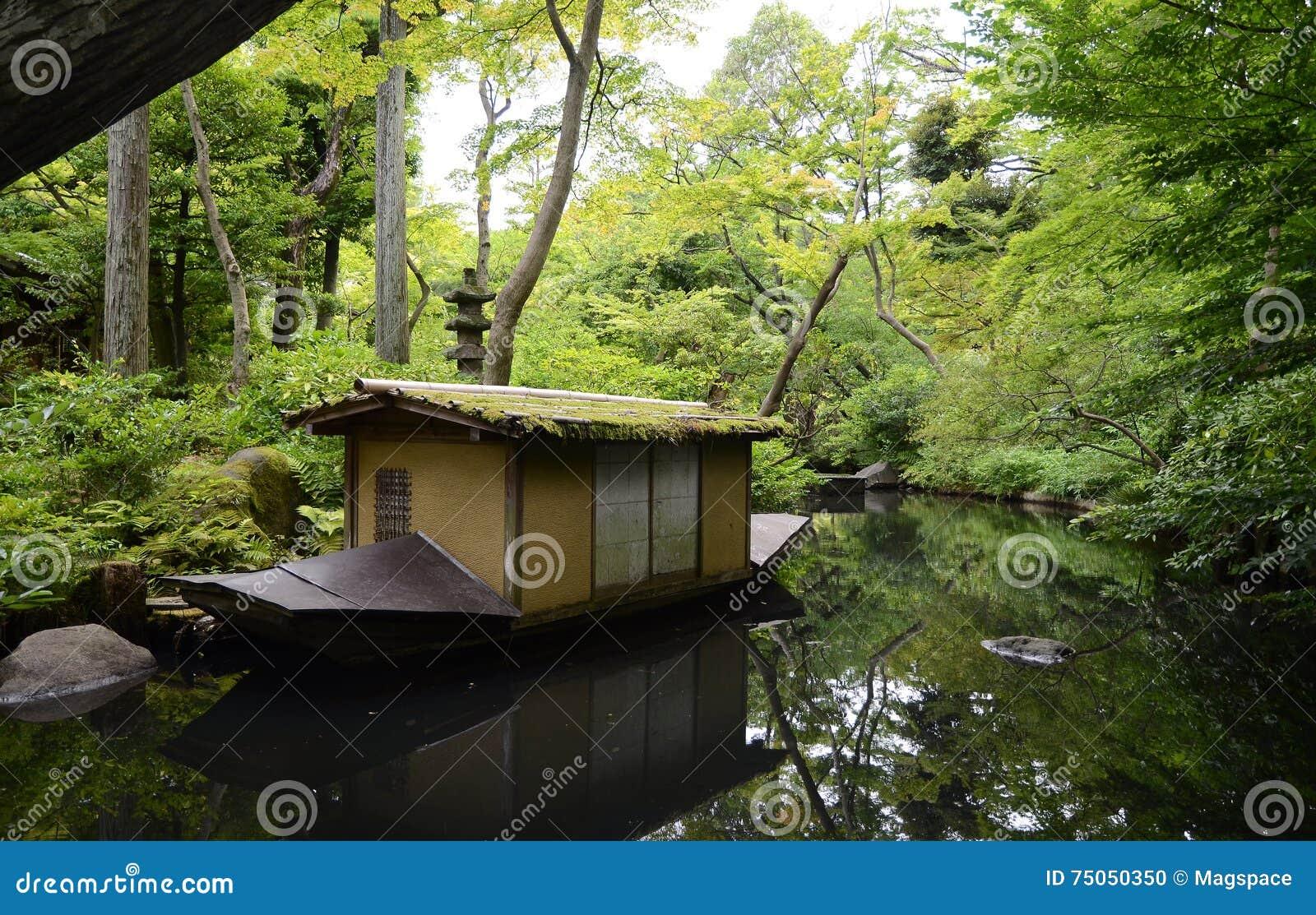 Salon De Jardin Asiatique jardin de musée de nezu en été, tokyo, japon photo stock