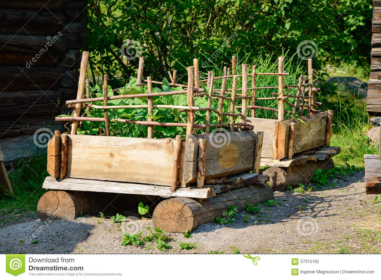 Jardin de palette photo stock image du foodstuff above for Fabricacion de sillon de jardin en palet