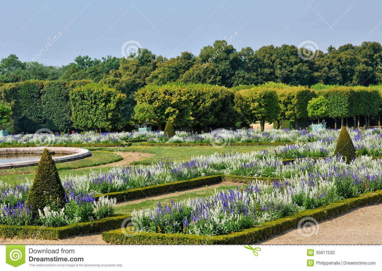 Jardin de trianon grand en domaine de marie antoinette photographie stock image 35817532 for Grand jardin en friche