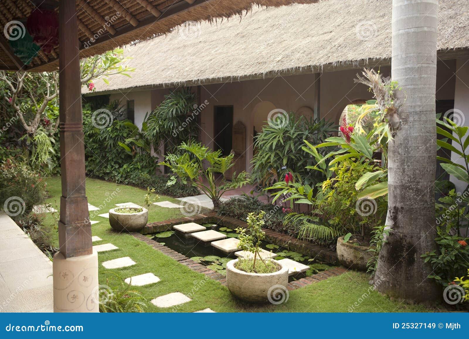 Jardin de villa image stock image du chaud feuillage for Villa du jardin wedding