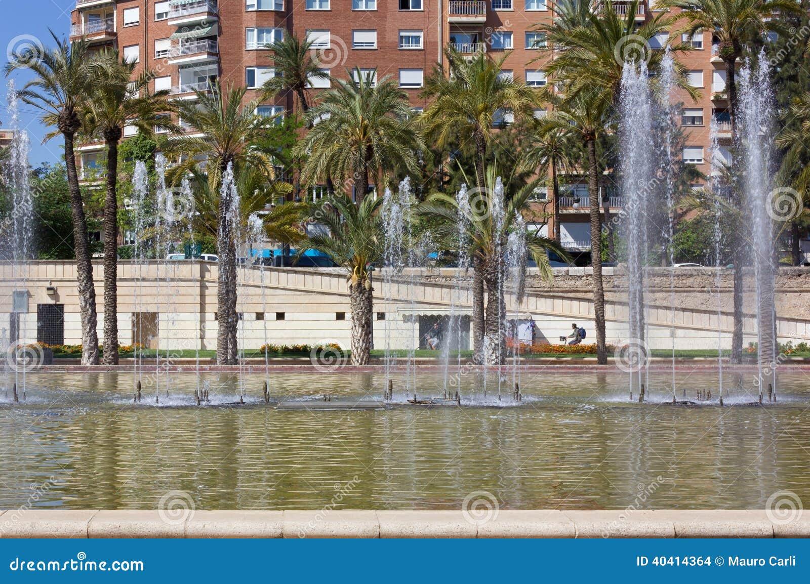 Jardin del turia park in valencia stock foto afbeelding - Jardin del turia valencia ...