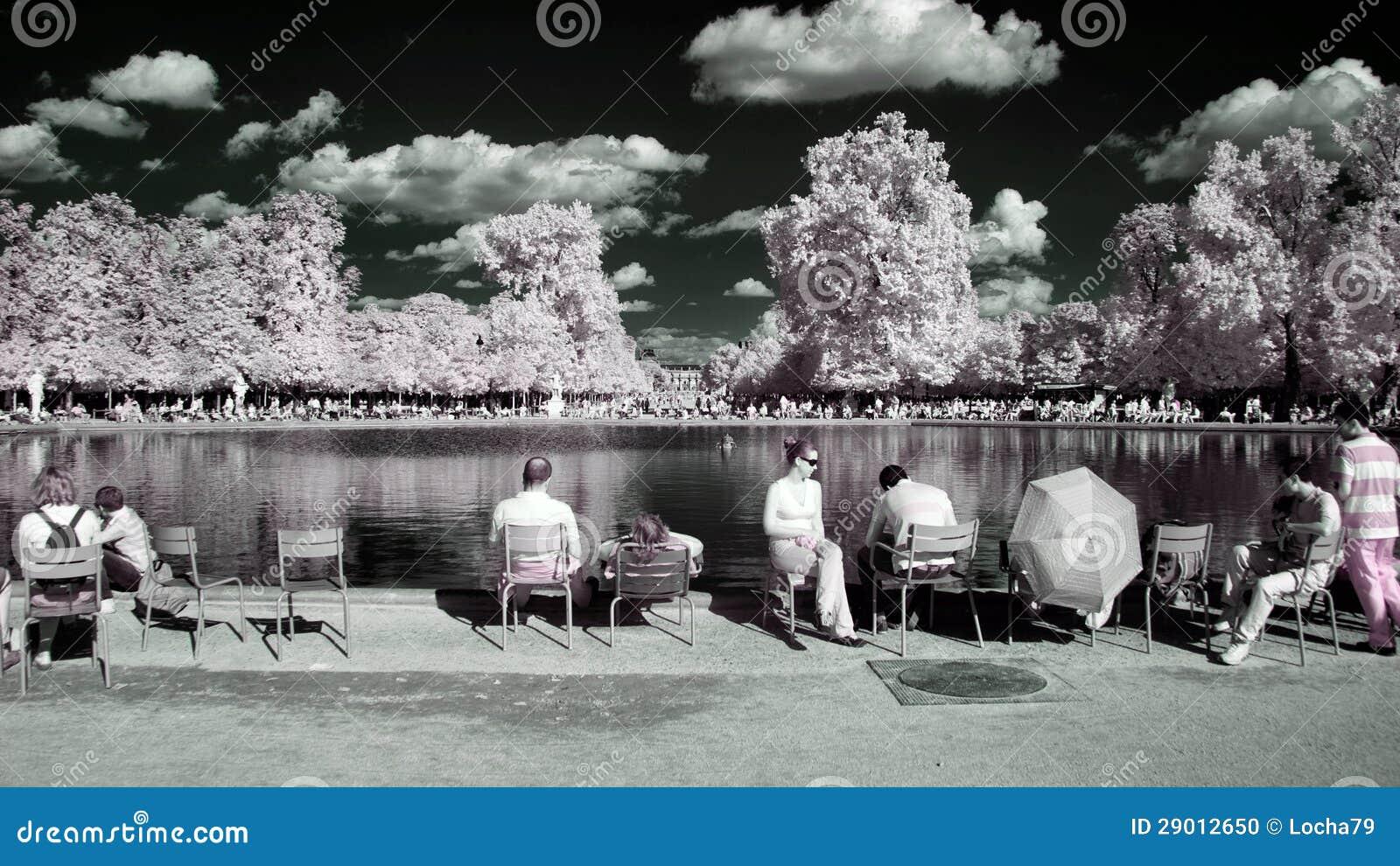Jardin des tuileries paris editorial image image 29012650 for Jardin tuileries