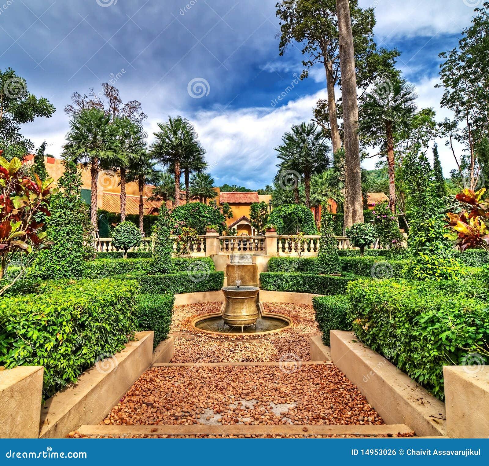 jardin espagnol de type image libre de droits image 14953026. Black Bedroom Furniture Sets. Home Design Ideas