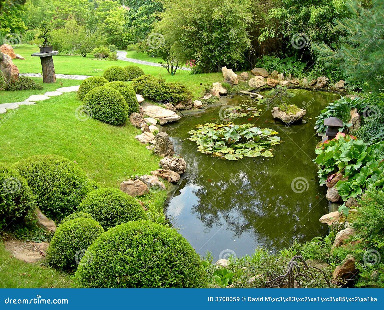 Jardin et étang japonais