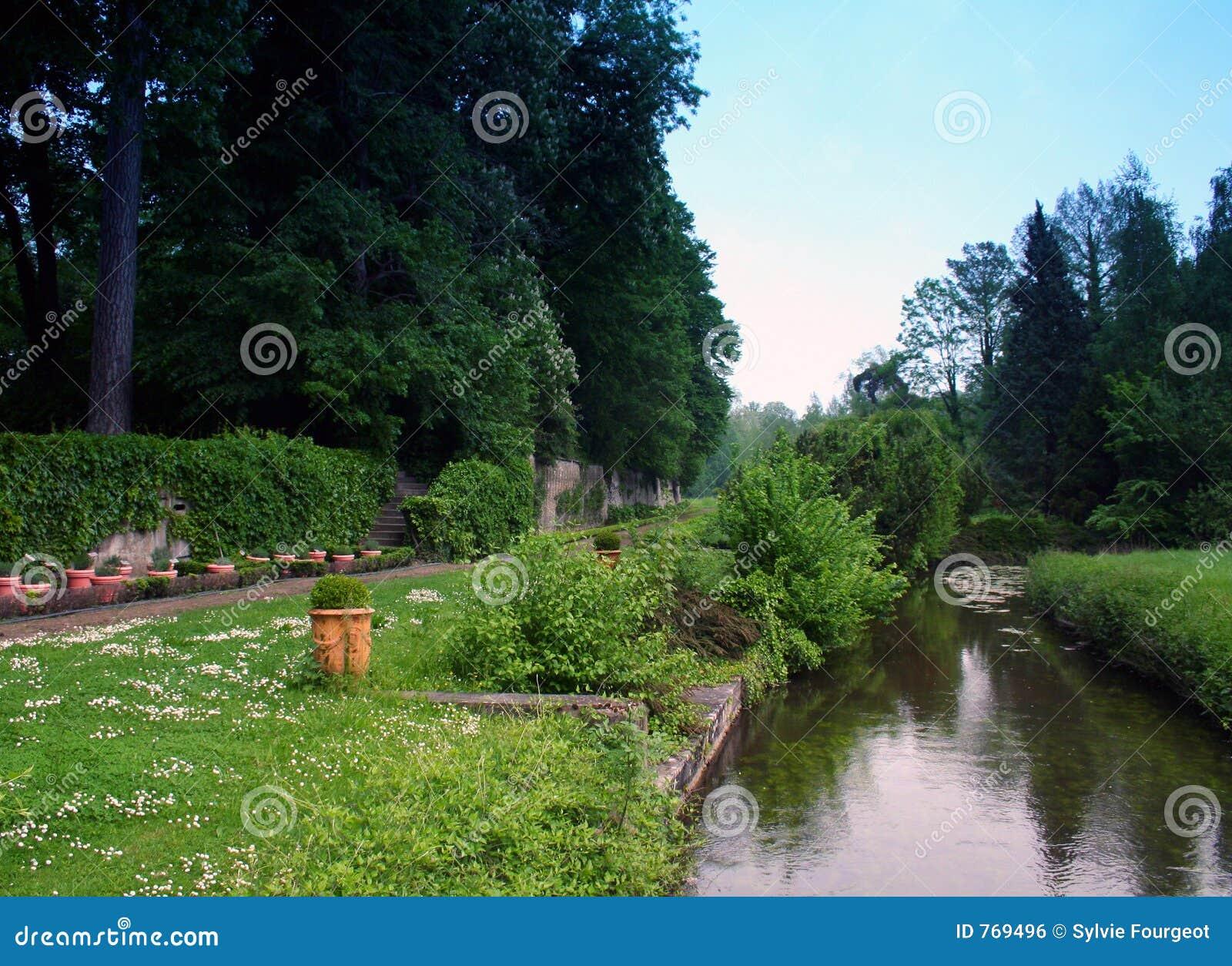 Jardin et fleuve.