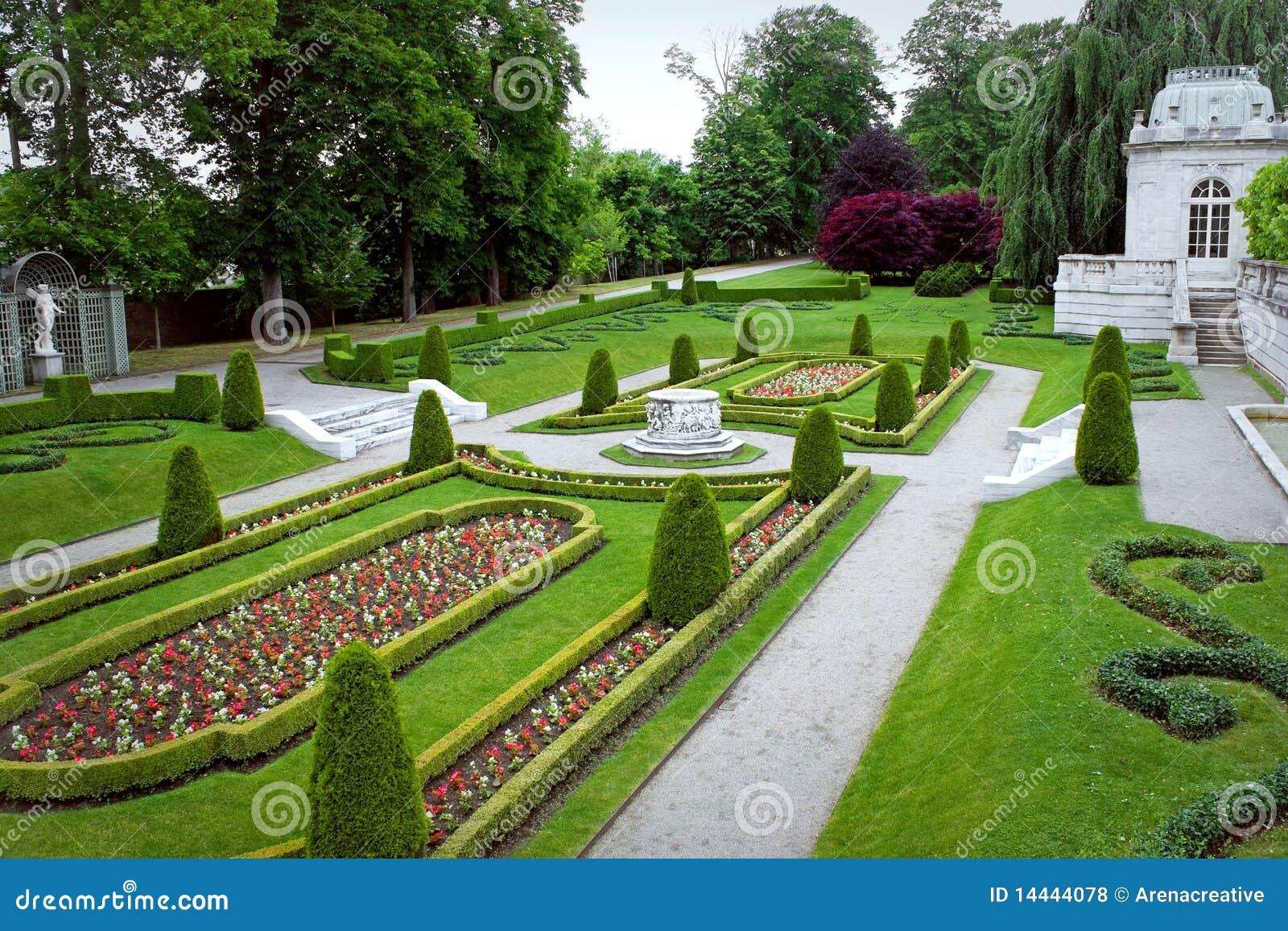 jardin fleuri de stationnement photos libres de droits image 14444078. Black Bedroom Furniture Sets. Home Design Ideas