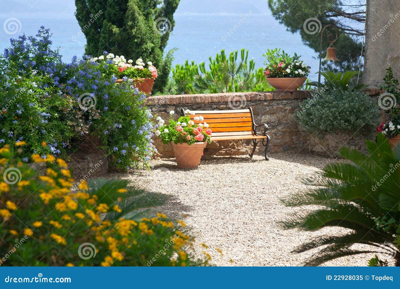 Jardin italien photo libre de droits image 22928035 for Jardin italien