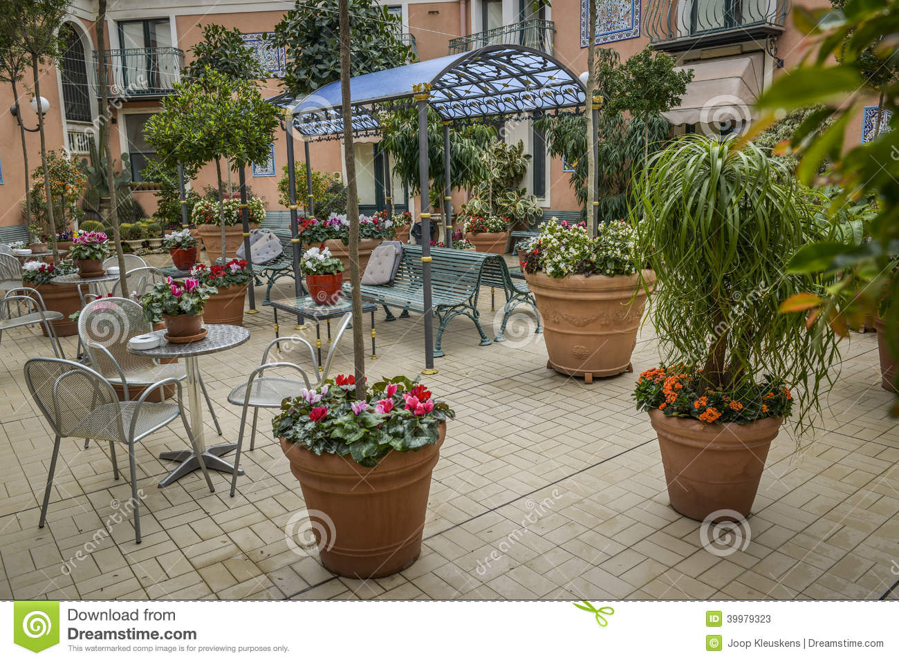 Jardin italien de terrasse photo stock image 39979323 for Jardin italien