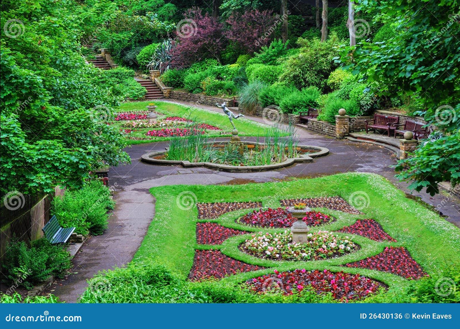 Jardin italien de type d 39 ornement image libre de droits for Jardin italien