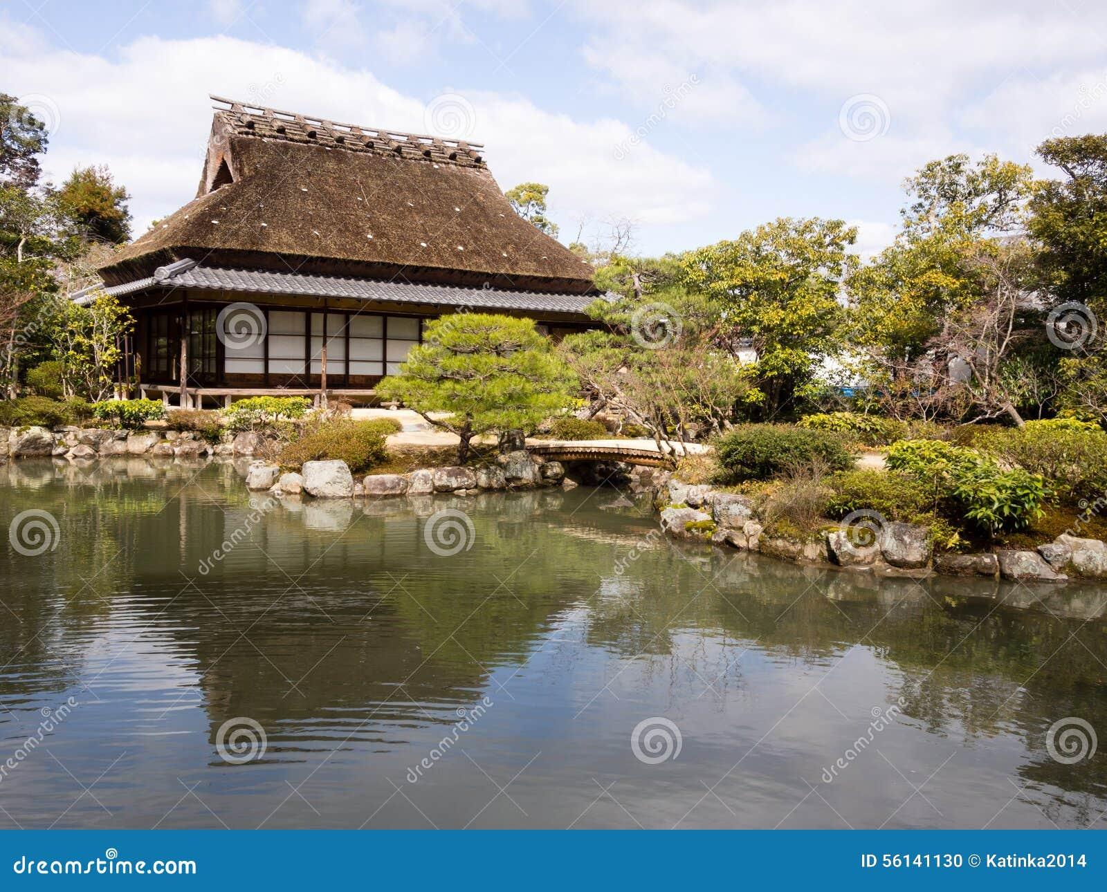 Jardin japonais avec l 39 tang et la maison de th photo for Jardin japonais maison