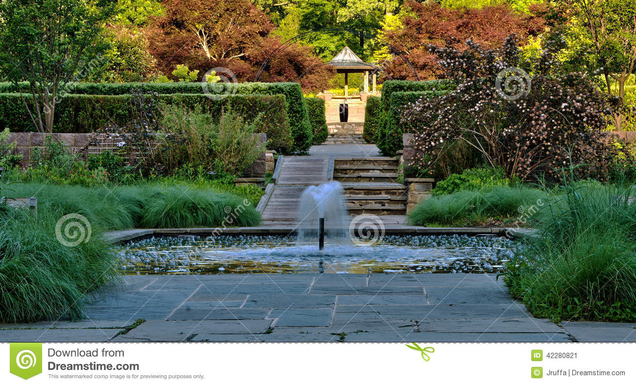 jardin japonais avec la fontaine et la piscine photo stock image 42280821. Black Bedroom Furniture Sets. Home Design Ideas