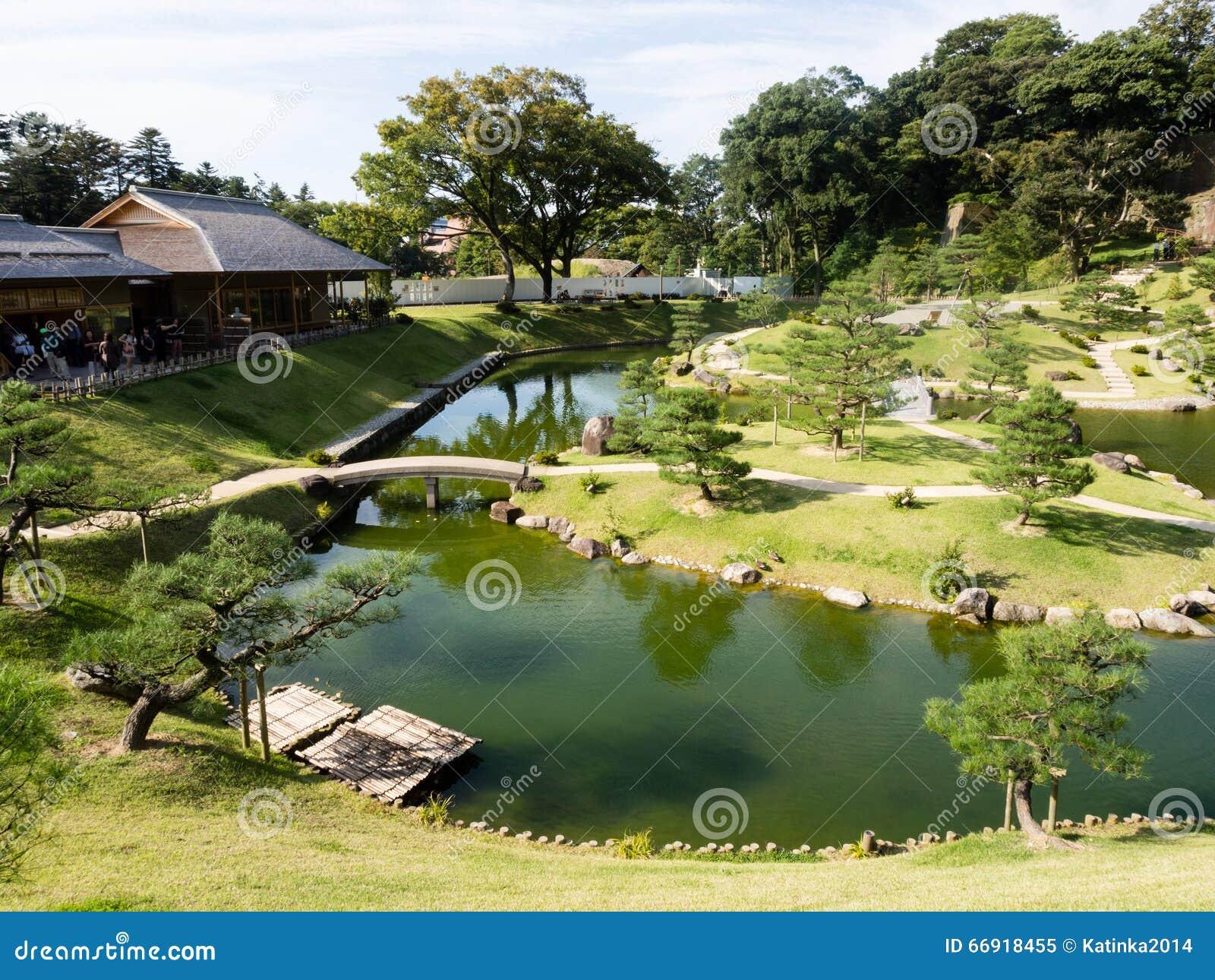 Jardin japonais traditionnel de paysage en raison de for Paysage jardin japonais