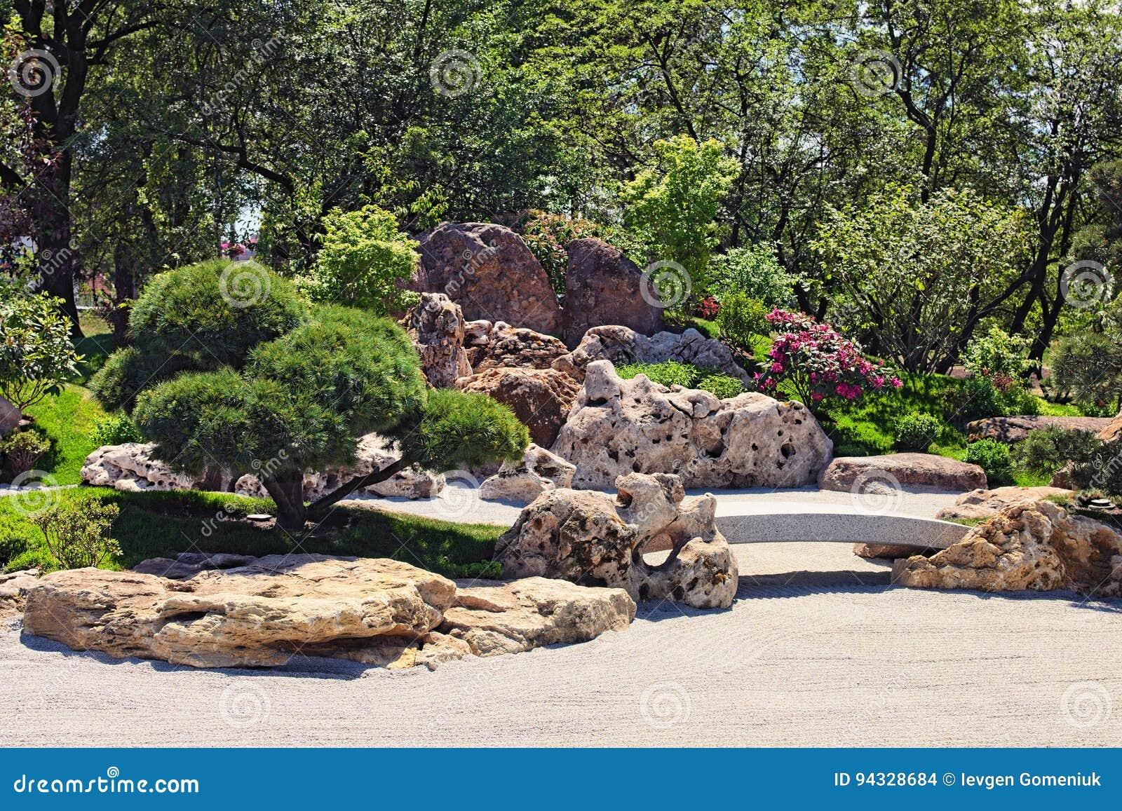 Jardin japonais traditionnel en parc de kyoto kyivkiev l for Jardin kyoto